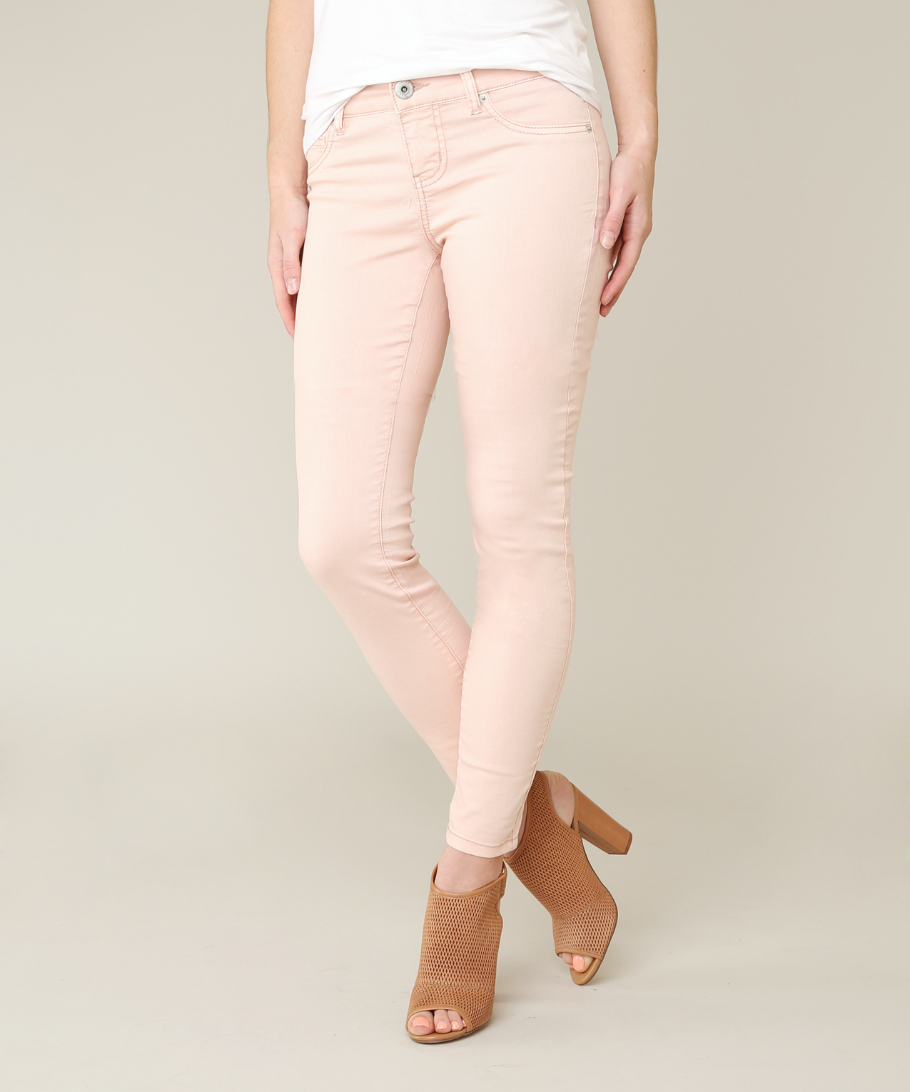 Product Features Stretch denim with a super skinny leg and slim through hip and thigh.