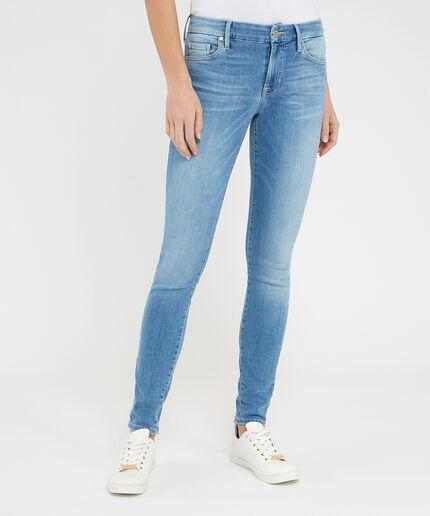 https://www.bootlegger.com/dw/image/v2/AANE_PRD/on/demandware.static/-/Sites-product-catalog/default/dw0959dfe4/images/bootlegger/women/jeans/1351wb9aj1d3ki0_1.jpg?sw=460&sh=516&sm=fit
