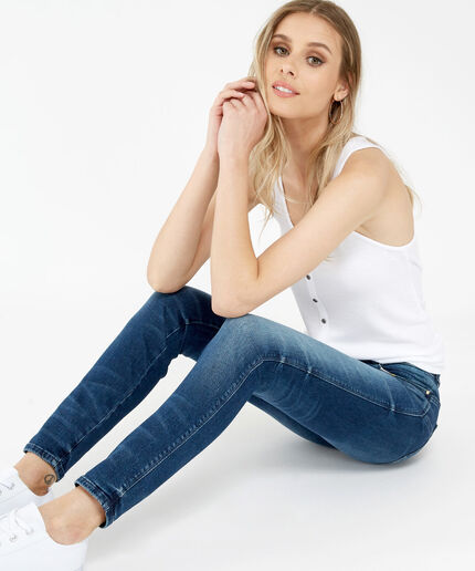https://www.bootlegger.com/dw/image/v2/AANE_PRD/on/demandware.static/-/Sites-product-catalog/default/dw582cb2d7/images/bootlegger/women/jeans/1351w93a37d3ip0_1.jpg?sw=460&sh=516&sm=fit