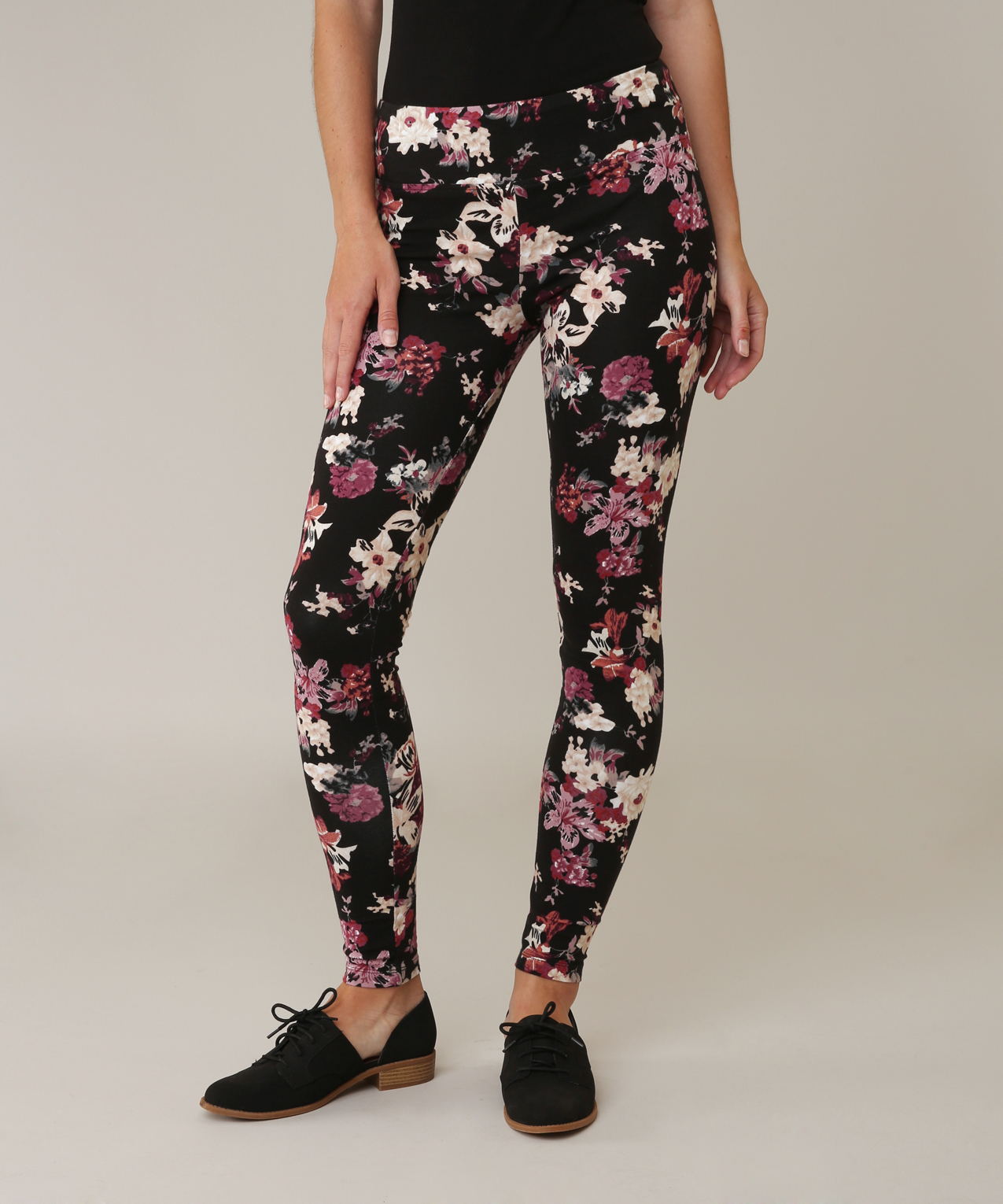 High waisted and eye catching, the Floral Legging from Beach Riot features a v-shaped waistband so your curves really pop.